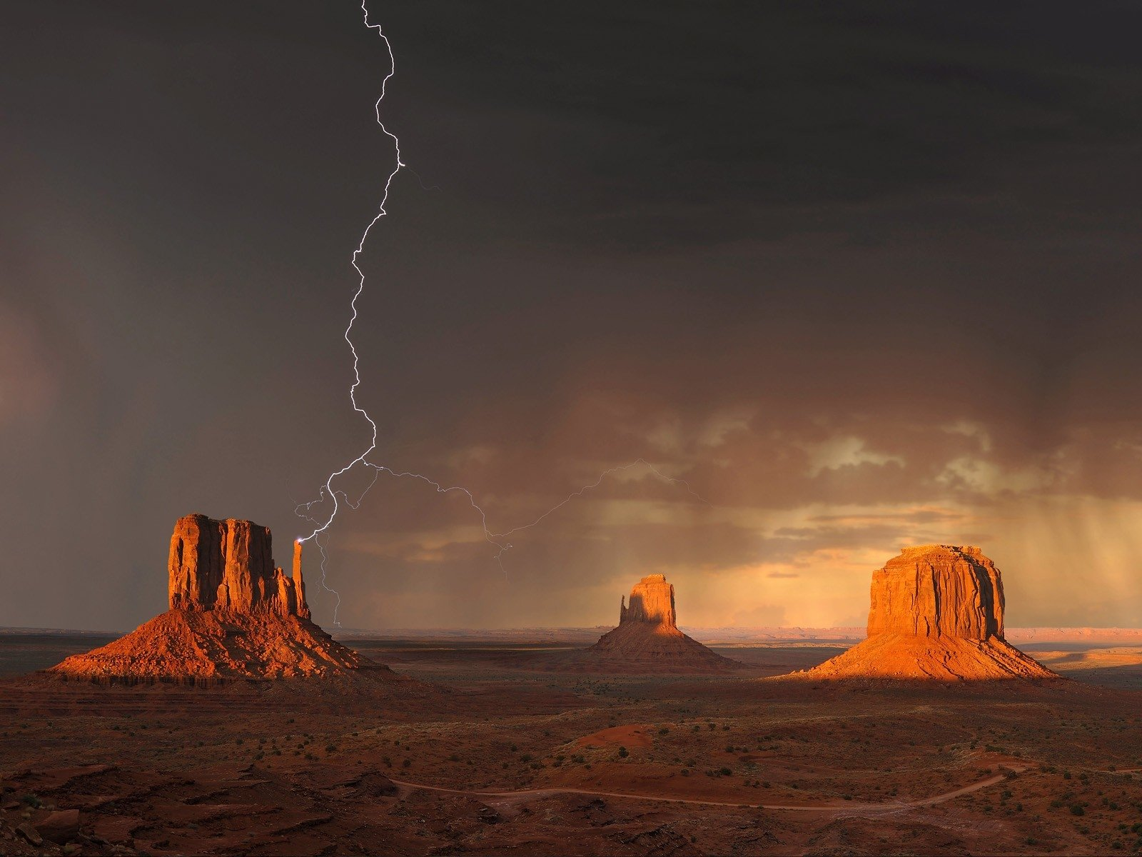 Photography - Lightning  Desert Landscape Wallpaper