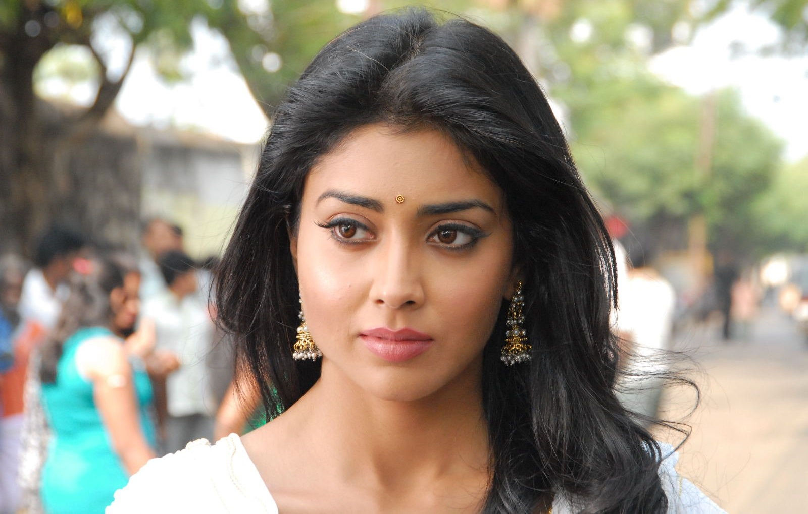 shriya saran wallpaper and background image | 1600x1019 | id:310460