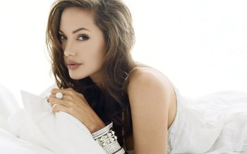 Celebrity - Angelina Jolie Wallpapers and Backgrounds ID : 322835