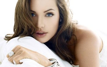 Celebrity - Angelina Jolie Wallpapers and Backgrounds ID : 322838