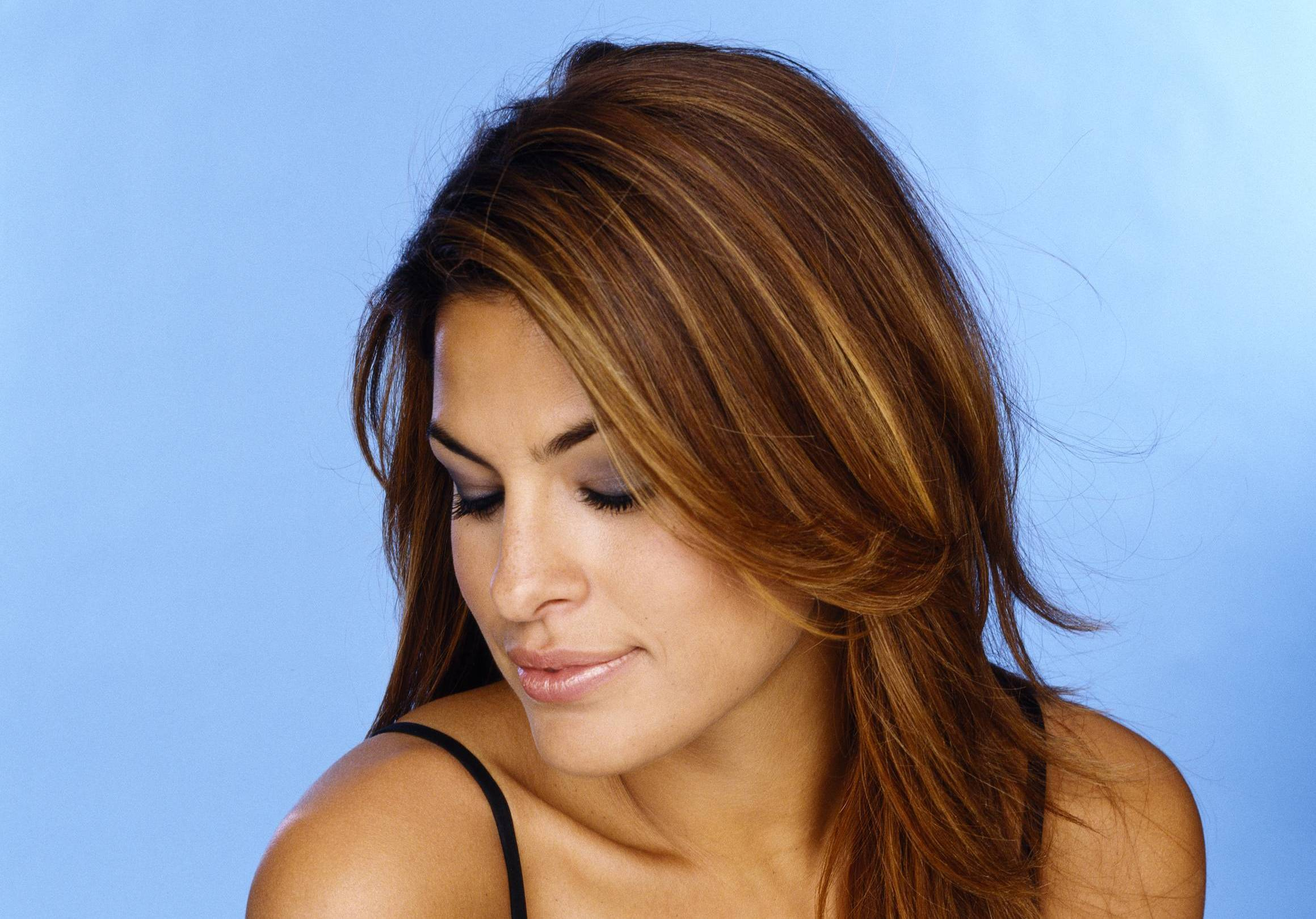 Eva Mendes Full HD Wallpaper and Background Image