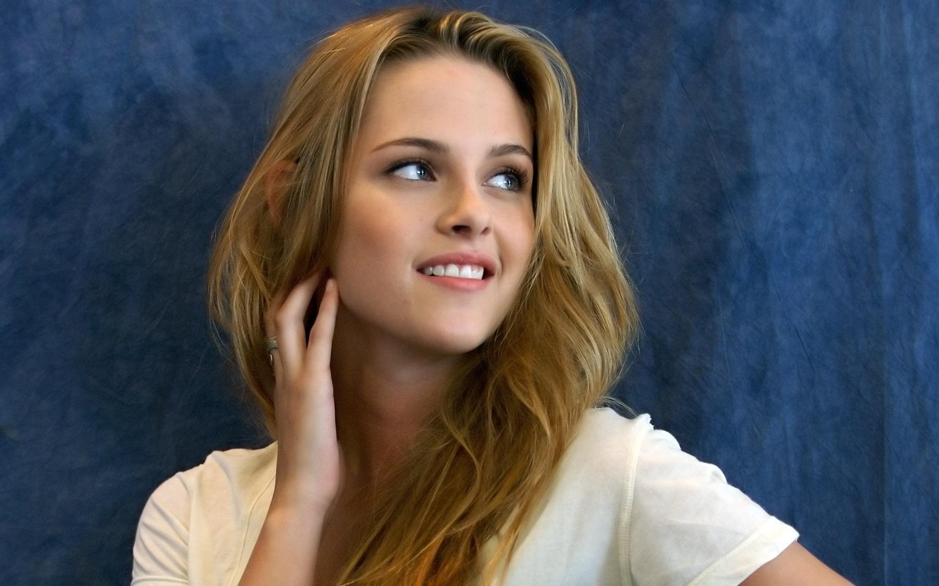 Beautiful Smile Wallpaper: Kristen Stewart Full HD Wallpaper And Background Image