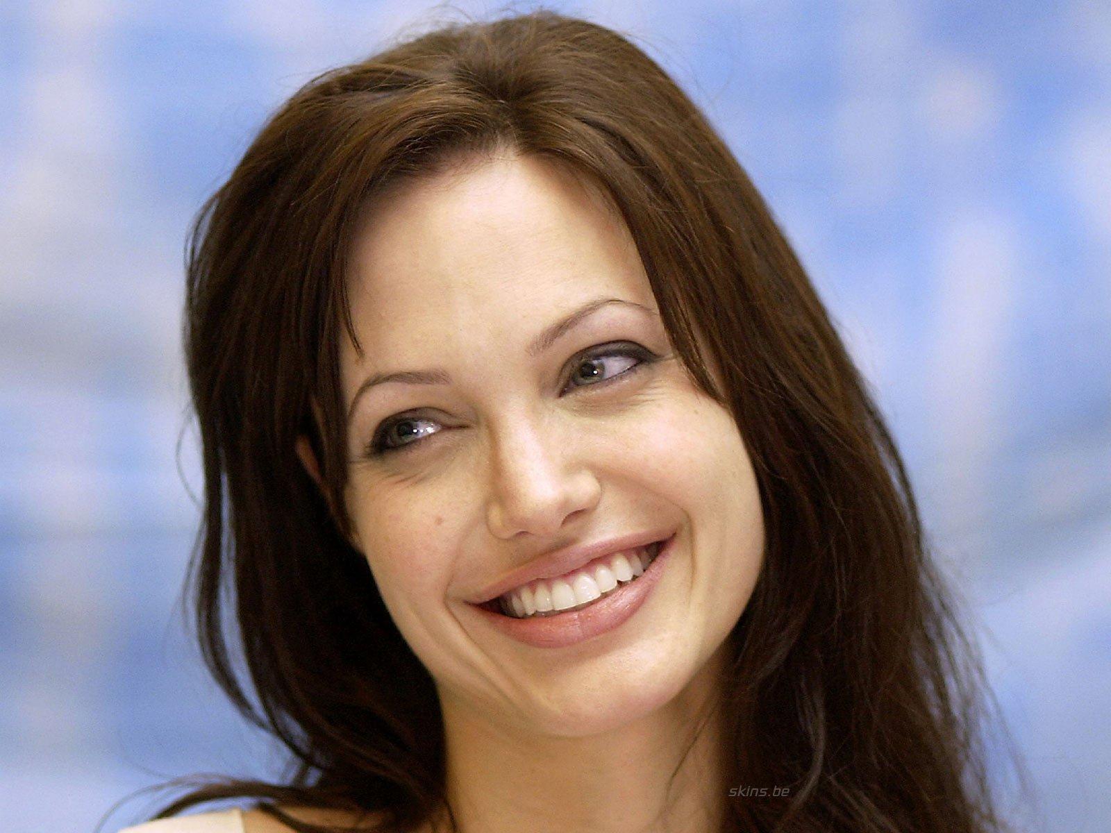Celebrity - Angelina Jolie  Wallpaper