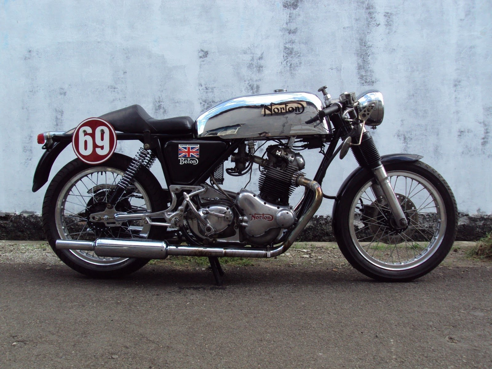1 Norton Commando Cafe Racer Hd Wallpapers Background Images Wallpaper Abyss