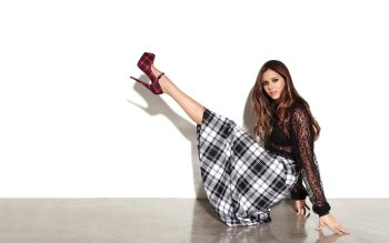Celebrity - Nina Dobrev Wallpapers and Backgrounds ID : 391402