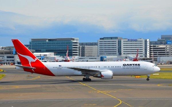 Vehicles Boeing 767 Aircraft Boeing Airplane Qantas Airport Passenger Plane HD Wallpaper | Background Image