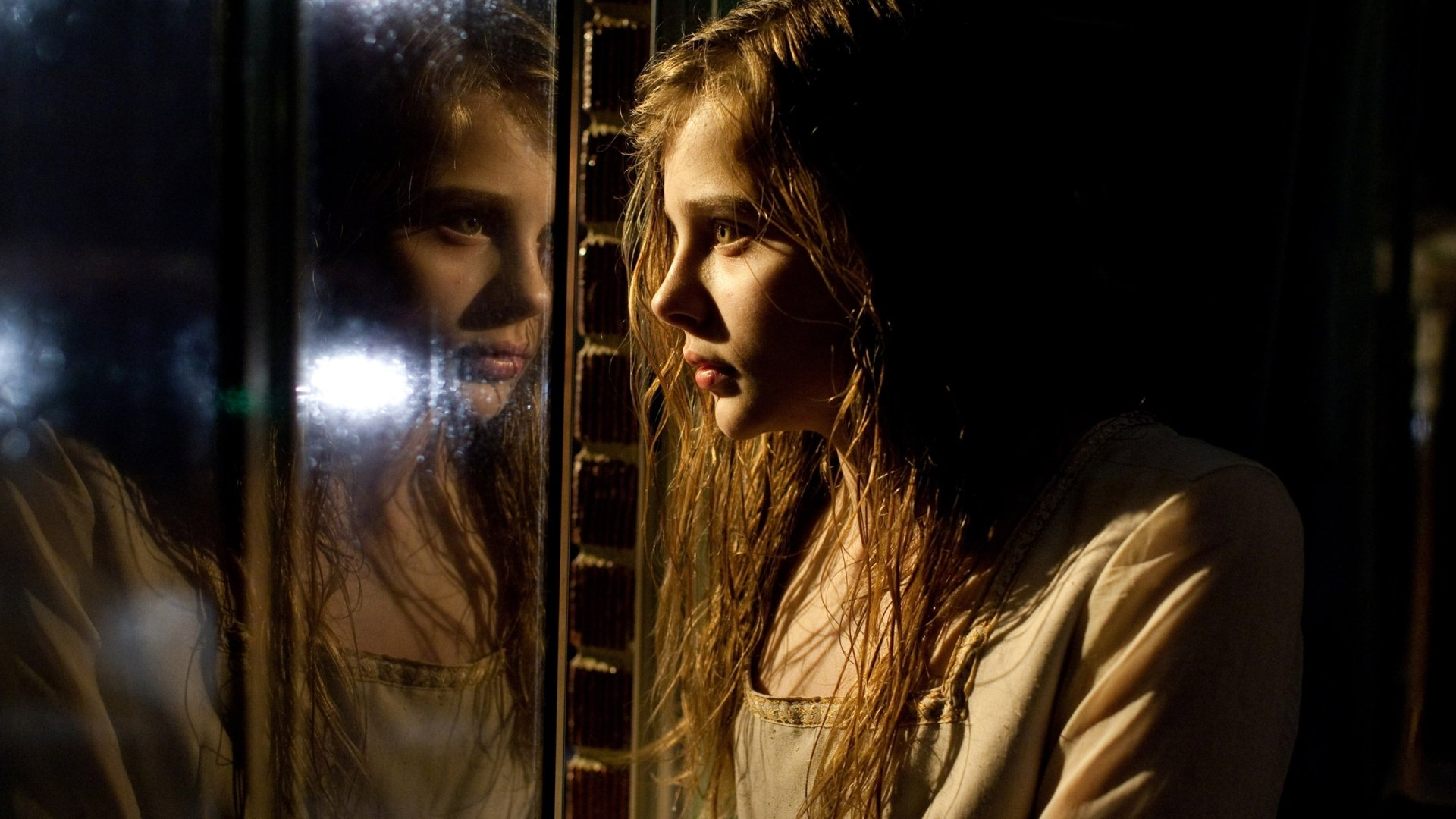 Movie - Let Me In  Chloë Grace Moretz Wallpaper