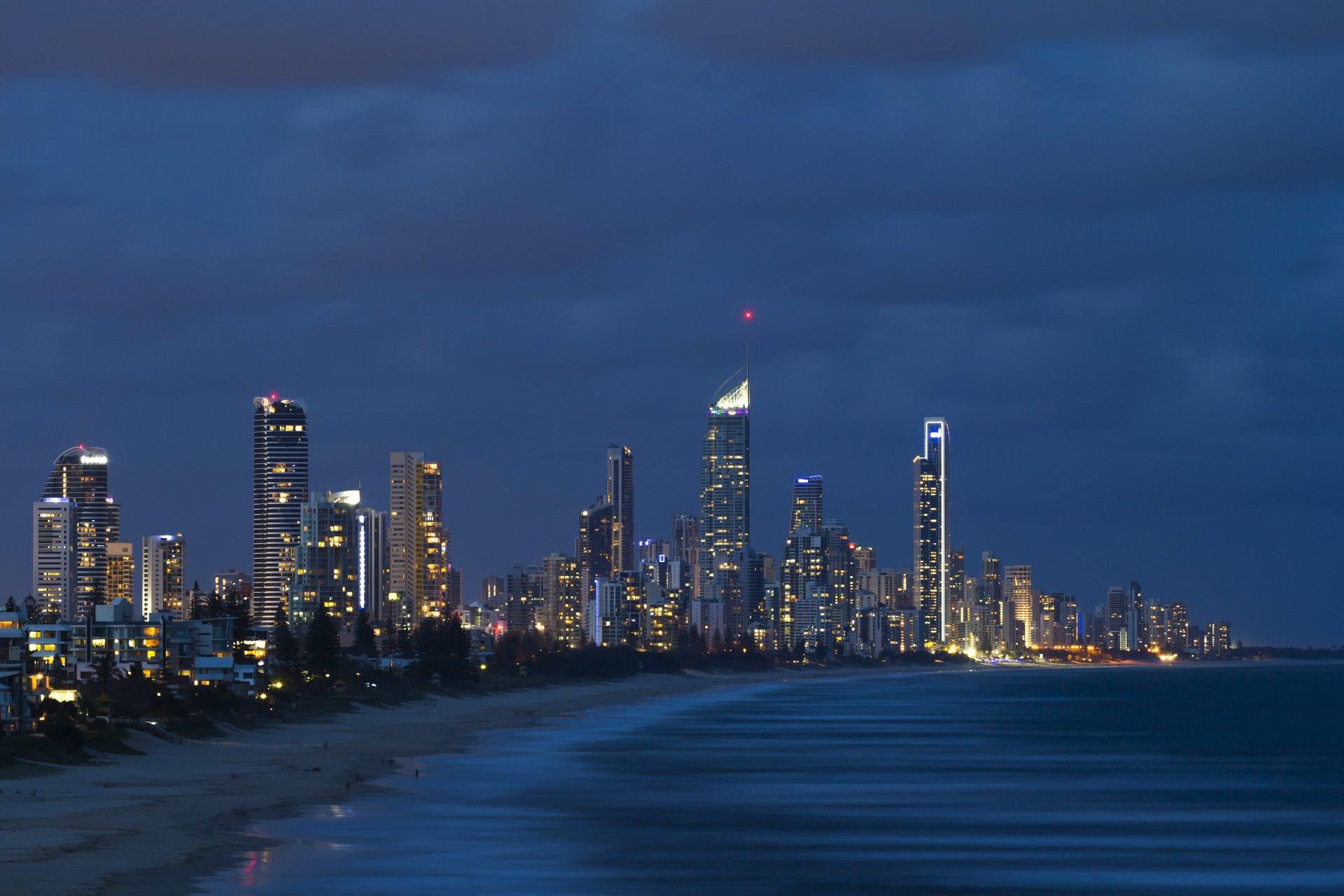 Man Made - Gold Coast  Evening Beach Australia Queensland Twilight Wallpaper