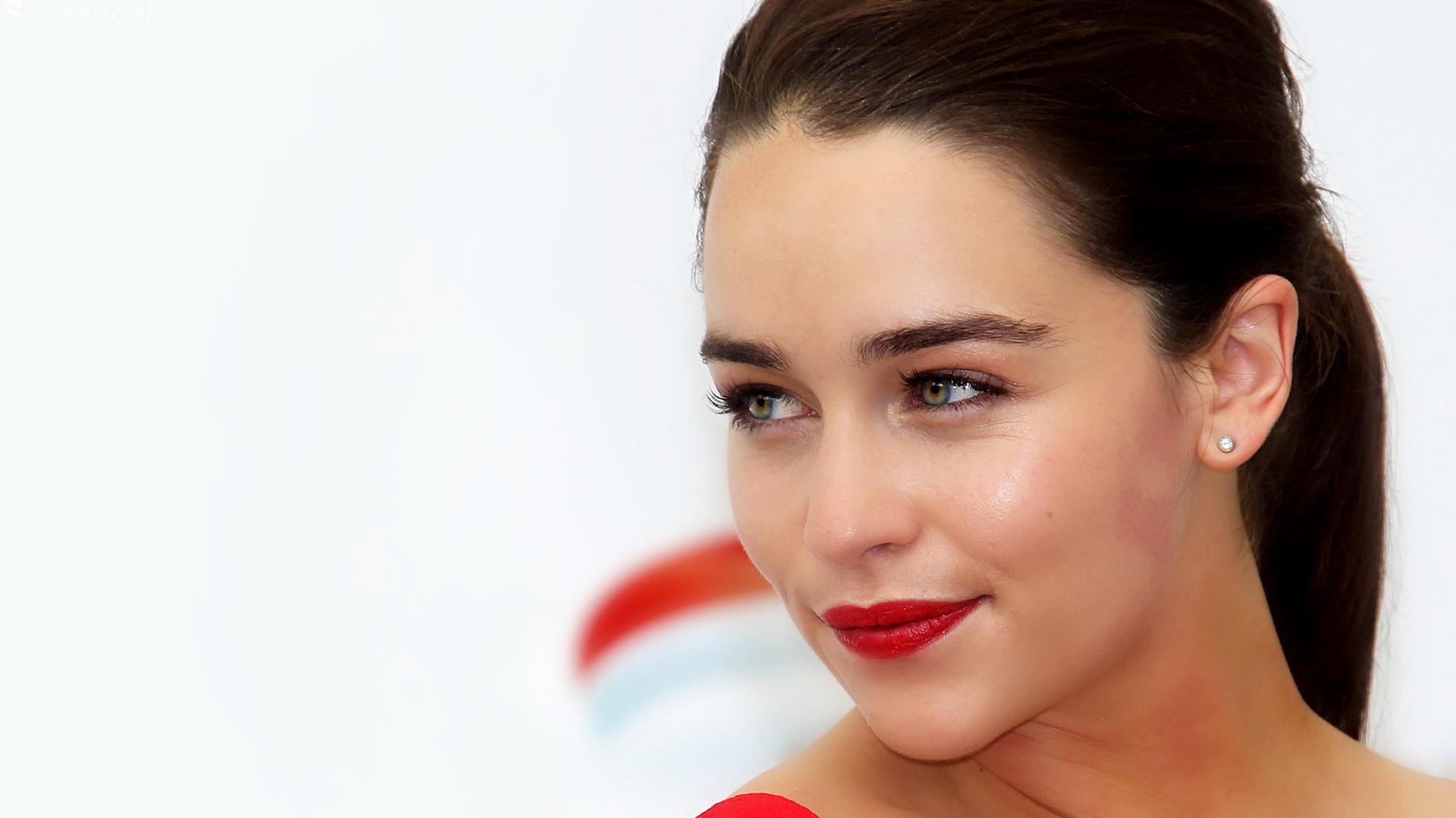 Celebrity - Emilia Clarke  Green Eyes Brunette English Actress Wallpaper