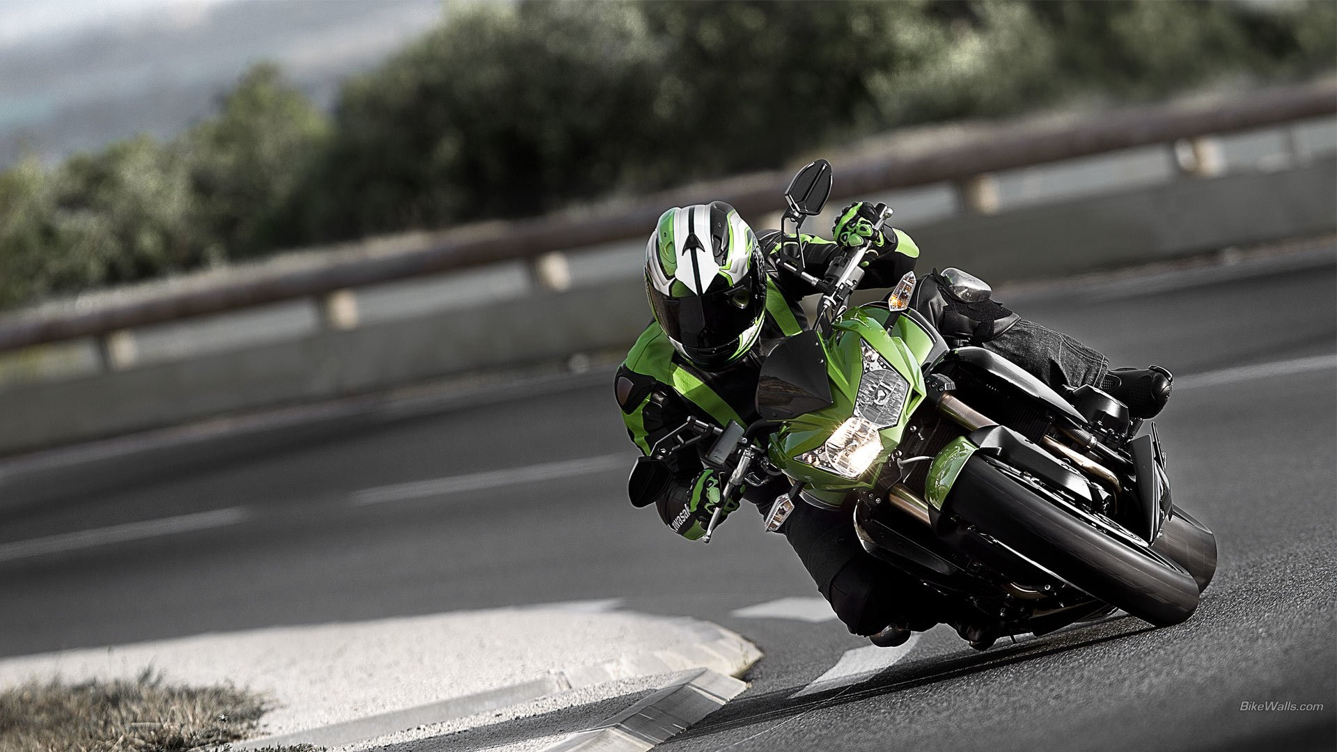 Kawasaki Z800 HD Wallpaper
