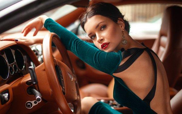Femmes Xenia Kokoreva Top Modèls Woman Top Model Brune Bentley Voiture Lipstick Earrings Fond d'écran HD   Image