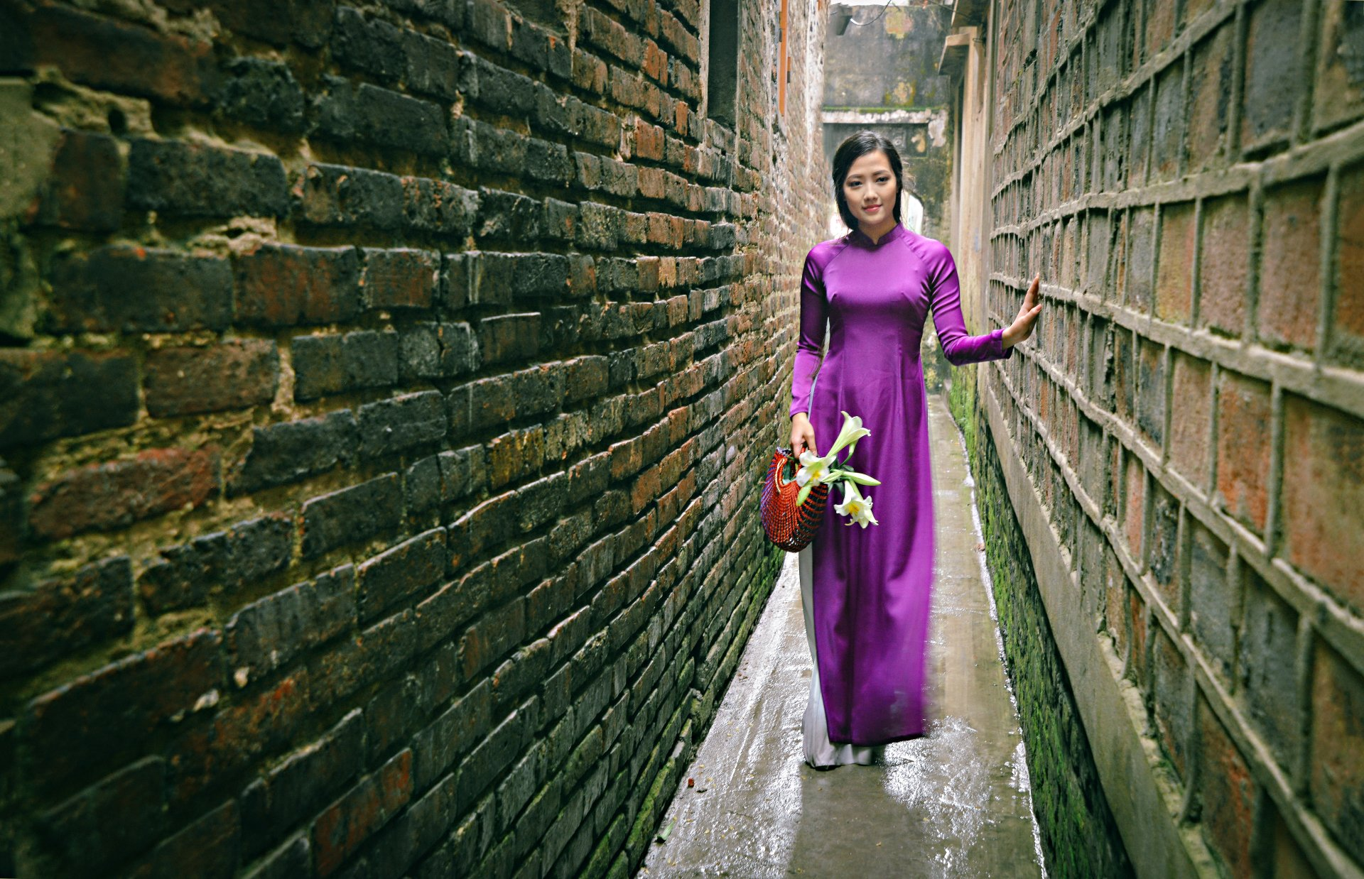 Women - Asian  Ao Dai Girl Model Vietnamese Lily Wallpaper