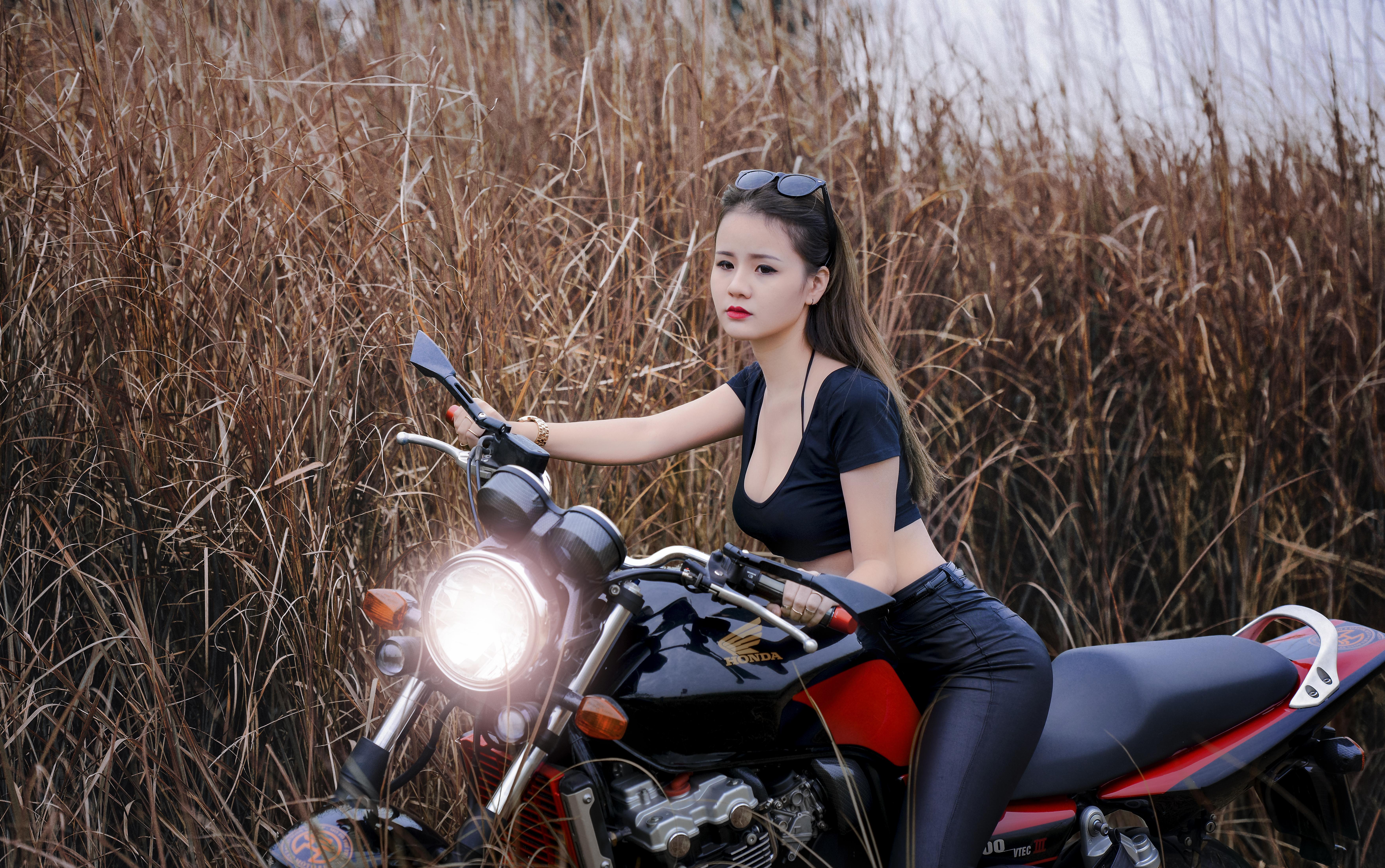 Chicas Y Motocicletas 5k Retina Ultra Fondo De Pantalla Hd