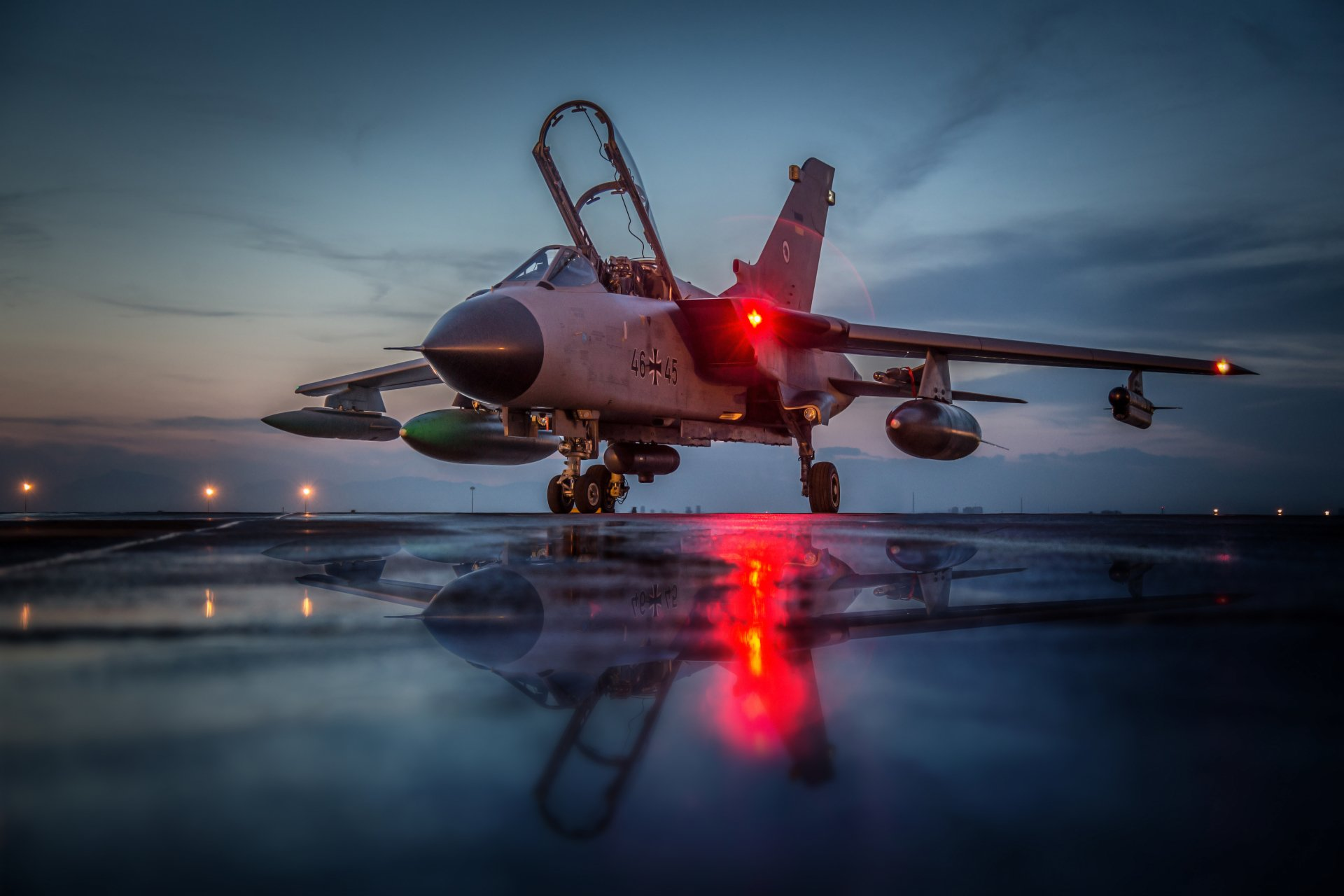 Military - Panavia Tornado  Jet Fighter Aircraft Warplane Reflection Wallpaper