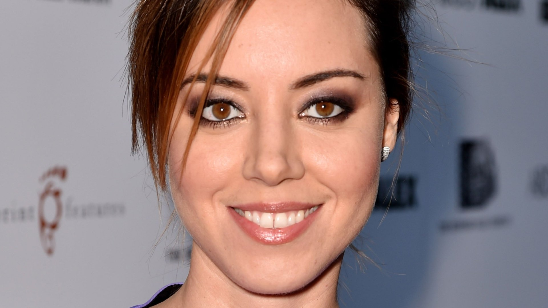 Celebrity - Aubrey Plaza  Actress American Brown Eyes Smile Face Wallpaper