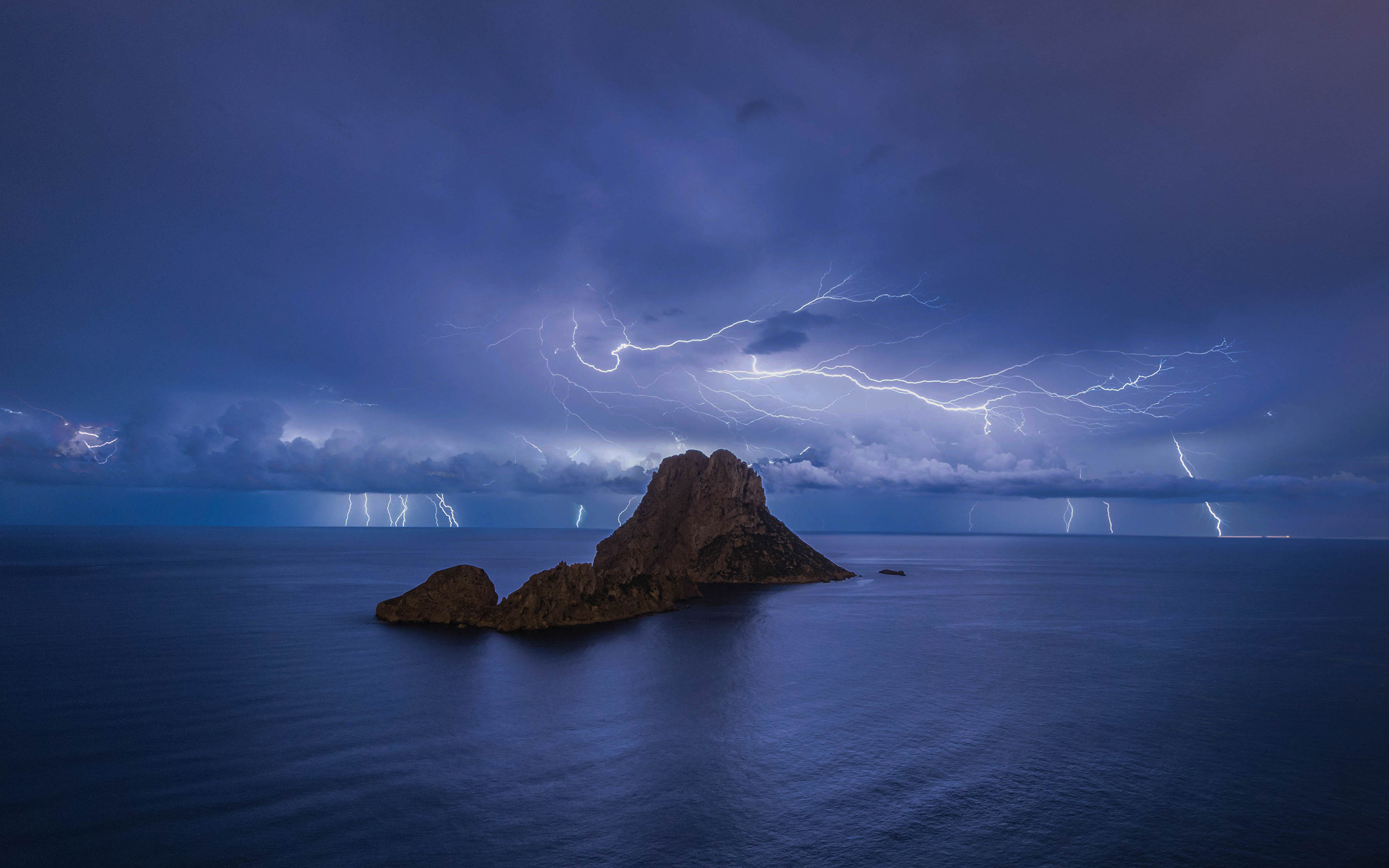 364 lightning hd wallpapers | background images - wallpaper abyss