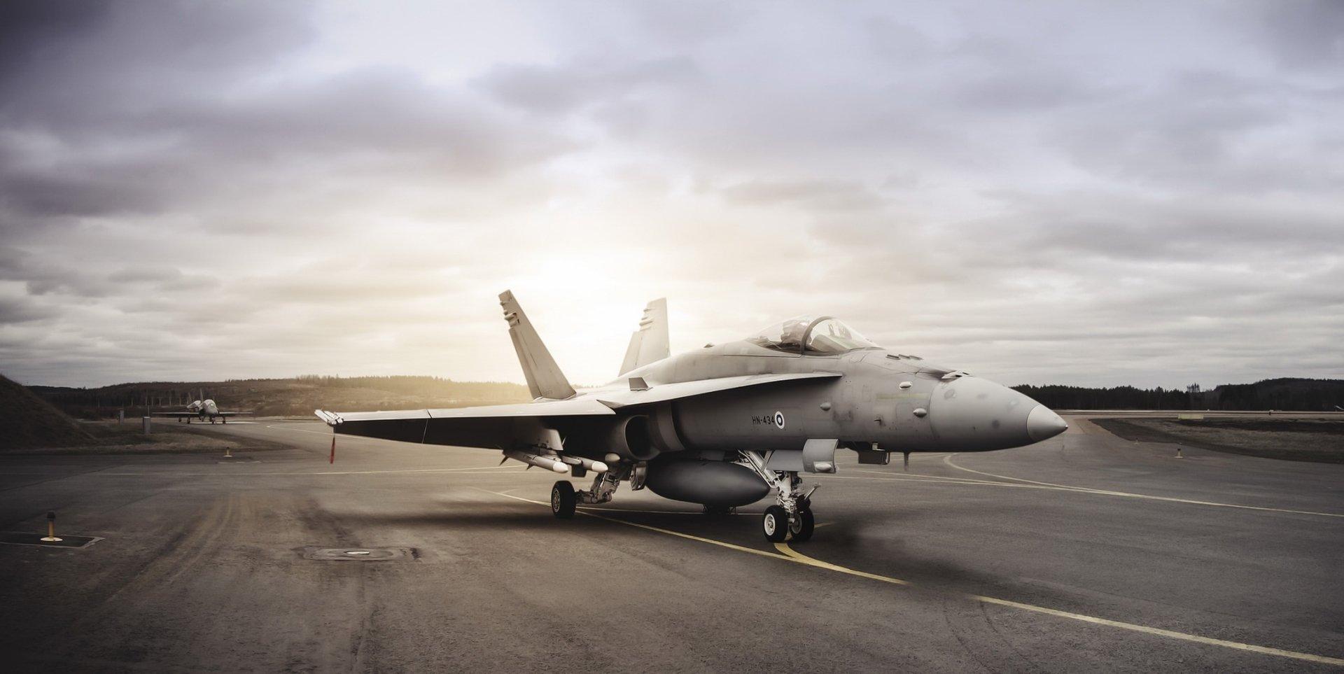 Military - McDonnell Douglas F/A-18 Hornet  Jet Fighter Aircraft Warplane Wallpaper