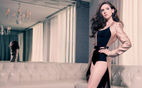 Celebrity Alison Brie Actresses United States Brunette Blue Eyes Actress Mirror HD Wallpaper | Background Image