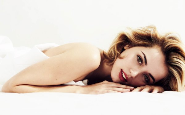 Celebrity Ana de Armas Actresses Actress Cuban Lying Down Lipstick HD Wallpaper | Background Image