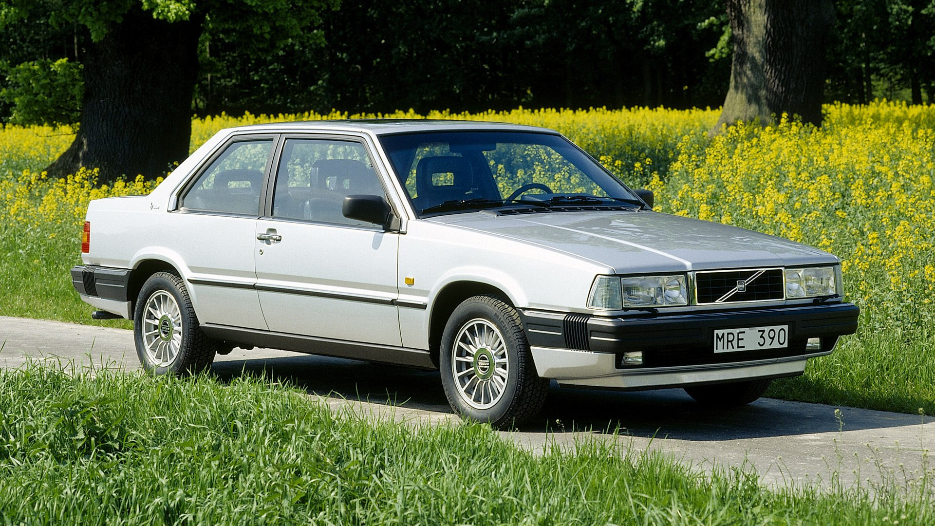 Vehicles - Volvo 700 Series  Coupé White Car Wallpaper
