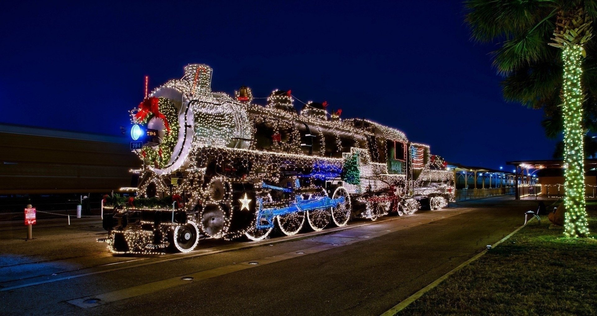 Vehicles - Locomotive  Christmas Night Ligths Christmas Lights Wallpaper