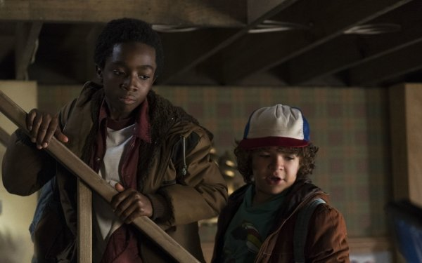 TV Show Stranger Things Gaten Matarazzo Dustin Henderson Caleb McLaughlin Lucas Sinclair HD Wallpaper | Background Image